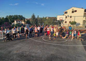 Uz druženje i dječju igru otvoreno novo igralište i piknik zona u Ulici I. G. Kovačića