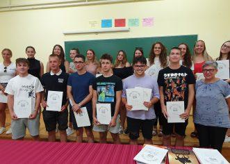U Srednjoj školi Mate Balote održana svečana promocija maturanata gimnazijalaca i najboljih učenika generacije