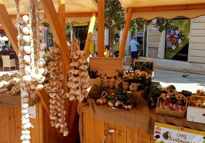 Ovog vikenda 2. izdanje Festivala istarskog češnjaka na Trgu slobode – prodaja domaćeg češnjaka, dodjela IQ oznaka i cooking show s Davidom Skokom