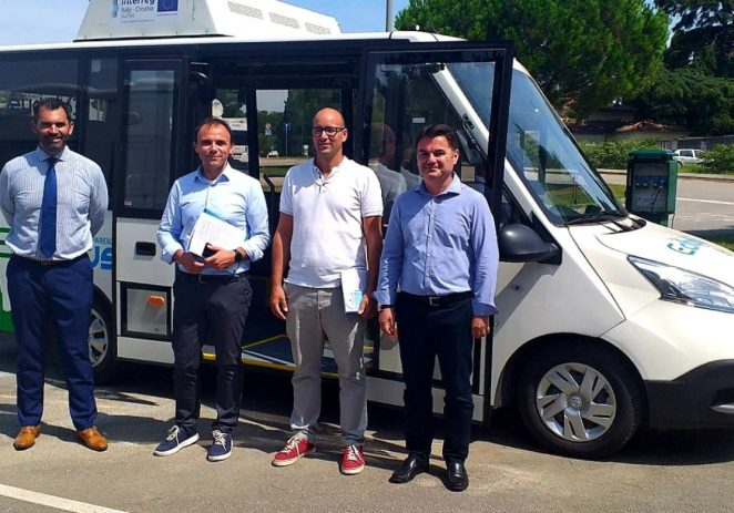 Poreč će uskoro dobiti javni gradski prijevoz – električni minibus uskoro na porečkim ulicama