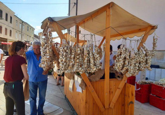 2. Festival istarskog češnjaka na Trgu slobode – prodaja rešti, dodjela IQ oznaka za kvalitetu i degustacija jela na bazi češnjaka Davida Skoke