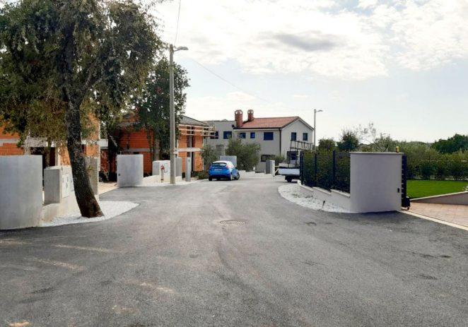 U naselju Kadumi nakon radova na infrastrukturi postavljen i novi asfalt