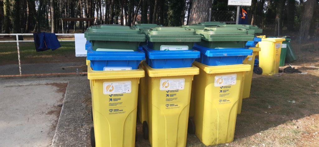 Nastavlja se podjela individualnih spremnika za odvojeno sakupljanje papira i kartona, te plastične i staklene ambalaže